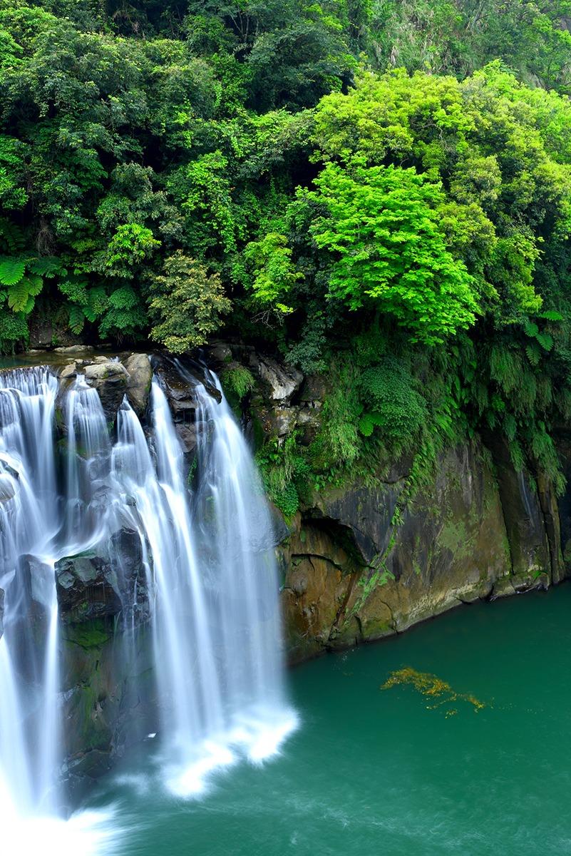 waterfall in taiwan 1