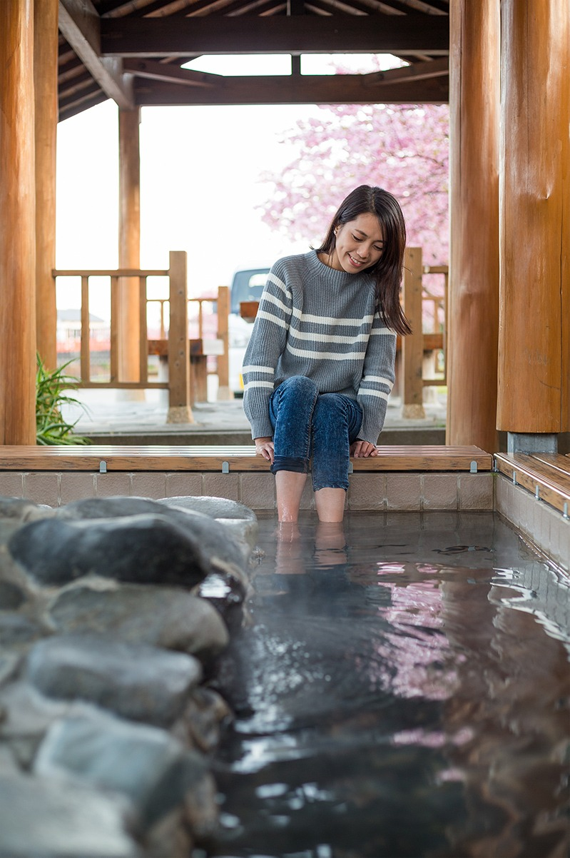 woman feeling relax with her legs in onsen taiwan tradition